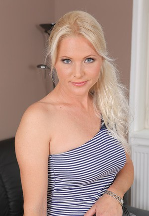 Blonde Housewife Pics