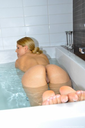 Blonde In Bath Pics